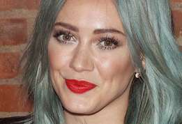Actu star hilary duff source d une violente dispute d un jeune couple actu 01?alt=hilary+duff un+couple+se+d%c3%a9cha%c3%aene+%c3%a0+cause+d%e2%80%99hilary+duff&sha=5968db5ed568e072