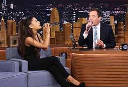 Ariana & Jimmy-Jimmy Fallon et Ariana Grande dans un duel d'imitations dans « The Tonight Show », c'est bluffant !