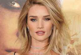 Rosie Huntington-Whiteley-Rosie Huntington-Whiteley pose nue pour « Lui »